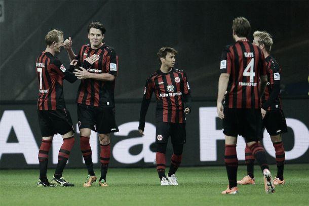 Eintracht  Frankfurt derrota Hertha Berlin no retorno da Bundesliga