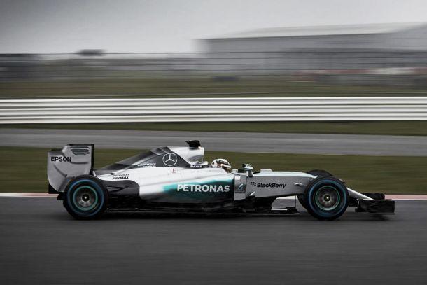Mercedes mostra primeiras imagens do W06