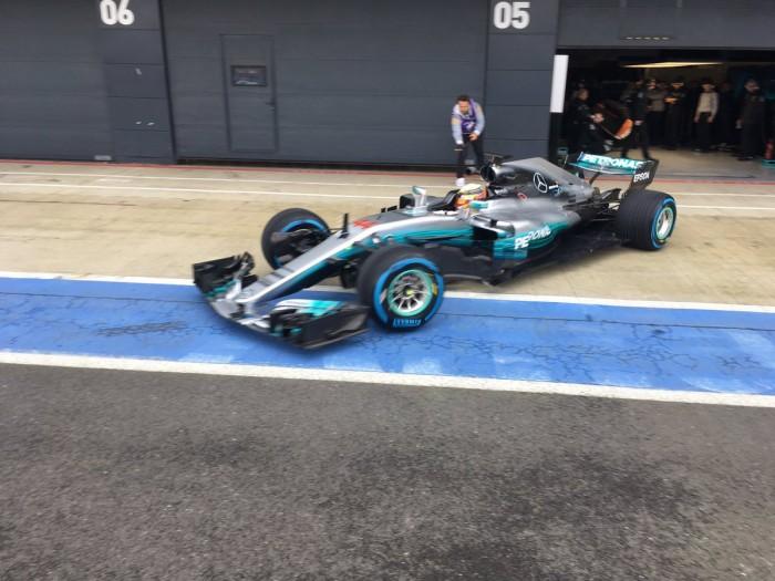 Mercedes apresenta W08 para temporada de 2017 da Fórmula 1