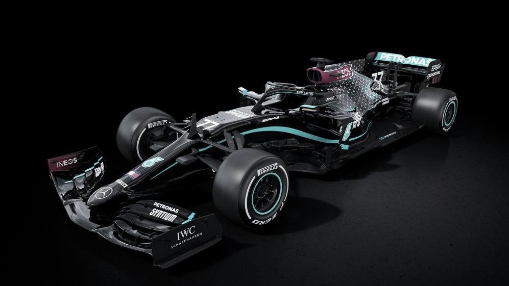 """Mercedes pinta de negro sus 'Silver Arrows"""""""
