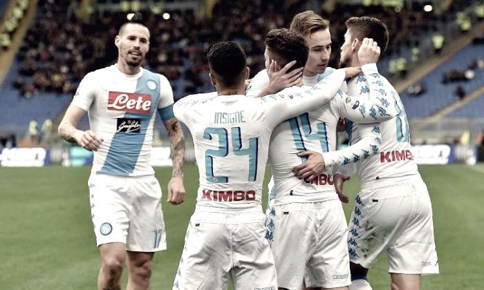 Serie A - Napoli di fioretto in casa della Roma: doppio Mertens, Reina salva i partenopei (1-2)