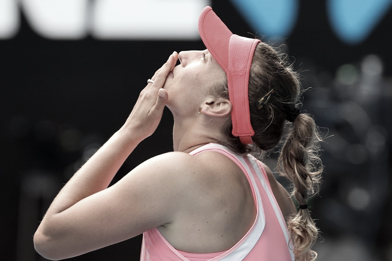 Mertens domina Bencic e segue sem perder sets no Australian Open
