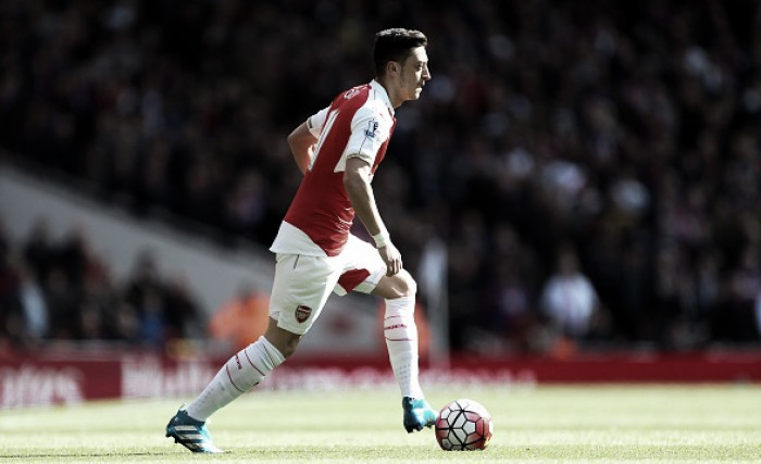 "Mesut Özil can be ""worth 30 points"", says teammate Per Mertesacker"