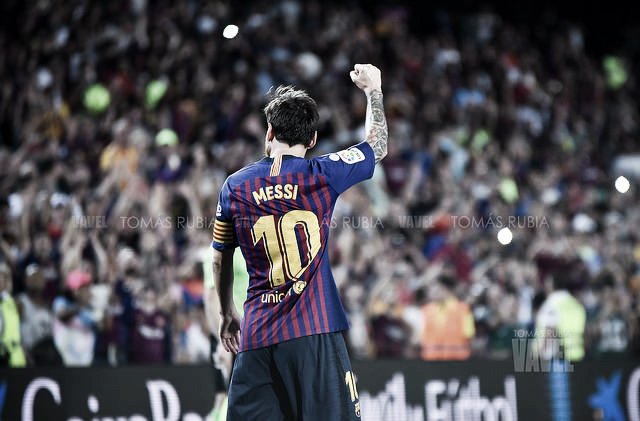 Messi enciende tres luces para iluminar Sevilla
