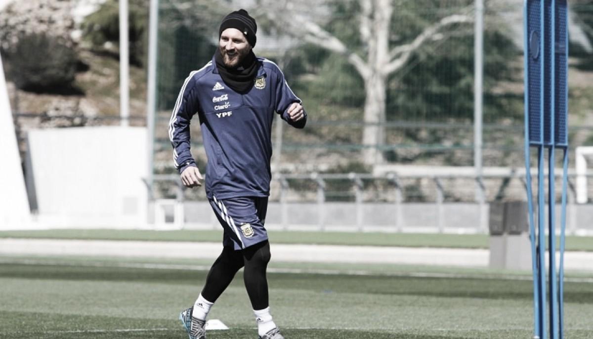 """Em entrevista, Messi quebra silêncio sobre polêmica com Dybala: """"Não há problemas"""""""