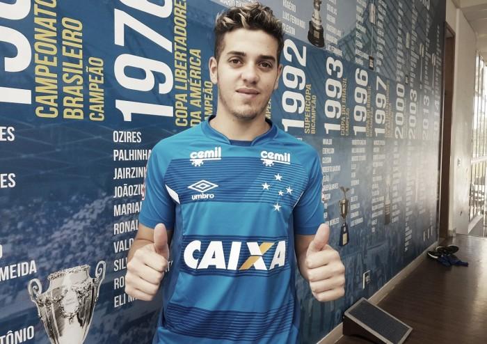 Alexis Messidoro é regularizado no Cruzeiro e fica à disposição de Mano para encarar o São Paulo