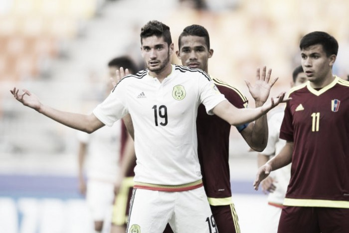 México pierde, pero avanza