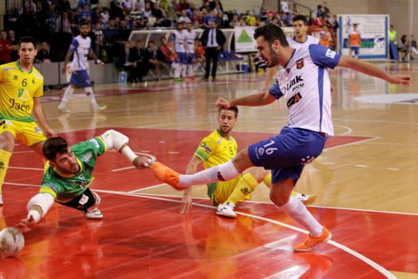 D-Link Zaragoza rescata un punto sobre la bocina