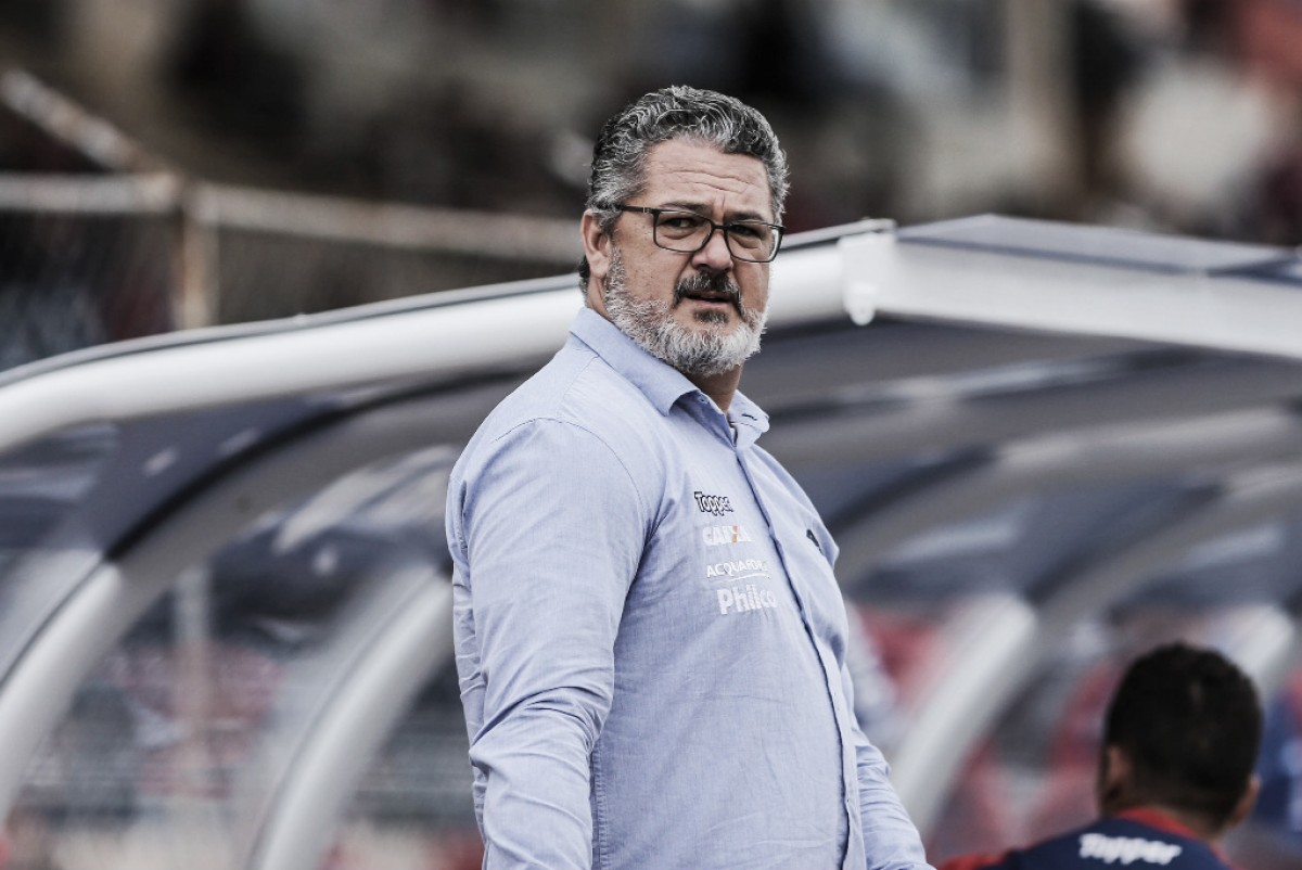 Micale defende Caio Henrique após falha de zagueiro do Paraná