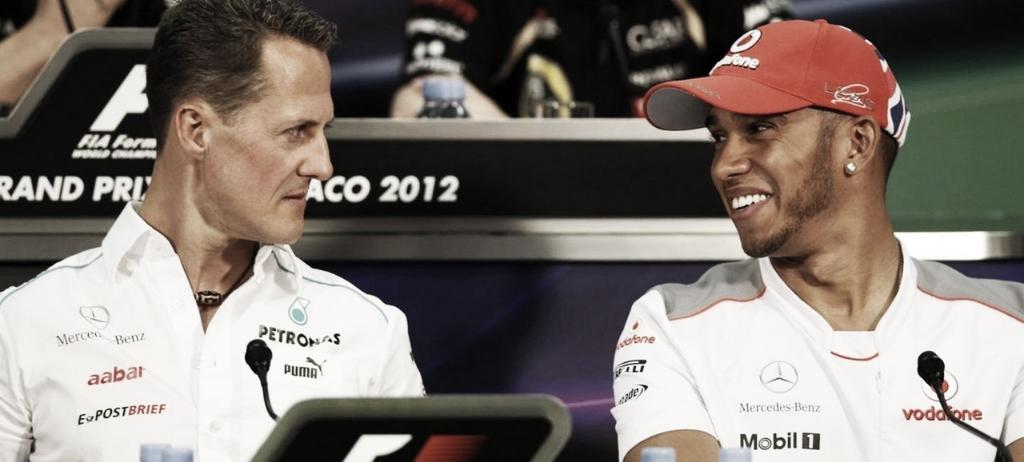 Hamilton y Schumacher durante la rueda de prensa del GP de Mónaco de 2012// F1