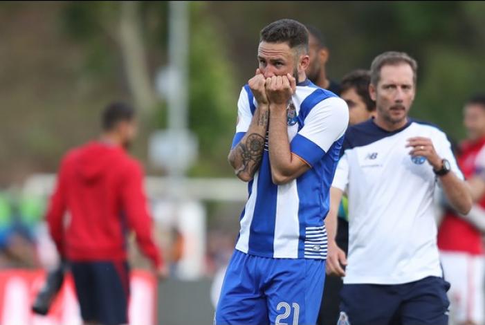 """Miguel Layún: """"Me gustaría quedarme, estoy contento en el Oporto"""""""