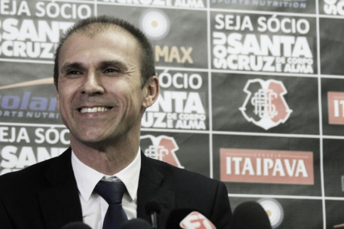 """Milton Mendes celebra triunfo diante do Internacional: """"Estamos felizes com o resultado"""""""