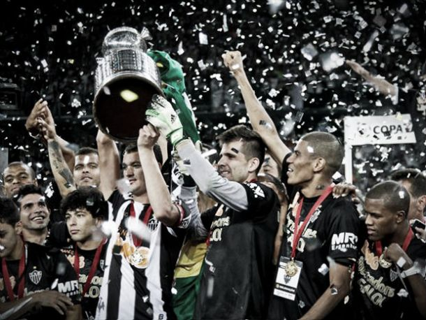 Jogadores pedem, diretoria atende e Atlético enfrentará o Corinthians no Mineirão