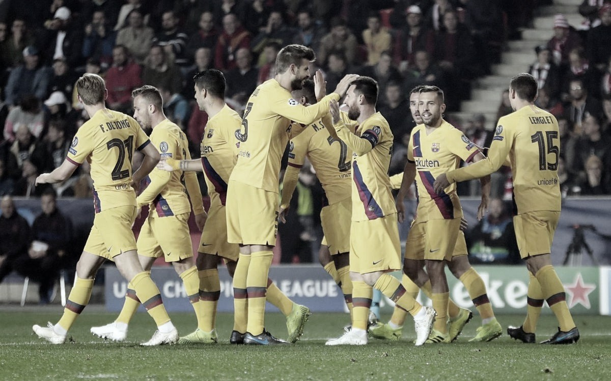 Messi marca, e Barcelona assume lideança do grupo ao bater Slavia Praga