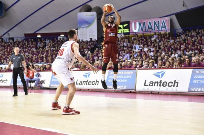Legabasket Serie A - La Reyer suda, soffre ma va sul 2-0 contro una coriacea Pistoia (72-68)