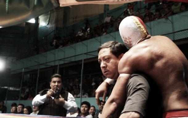 Místico terminó con hombro luxado, pero triunfante en la Arena Puebla