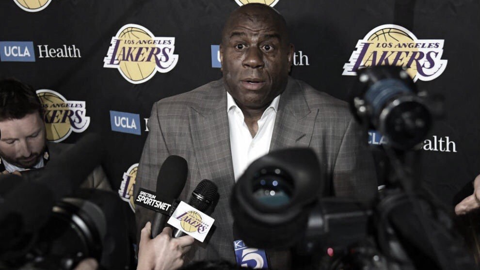 Magic Johnson deja los Lakers
