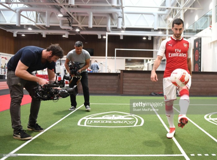 Henrikh Mkhitaryan joins Arsenal from Manchester United as Alexis departs