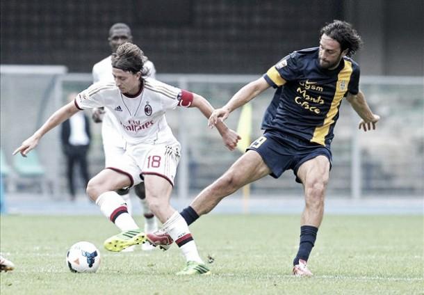 Risultato finale Milan - Hellas Verona (1-1): la sblocca Bacca, Toni pareggia. Espulso De Jong
