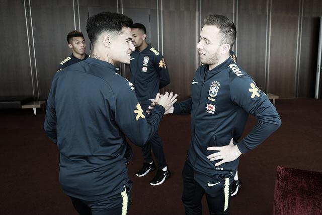 Seleção Brasileira se apresenta com 21 jogadores em Portugal
