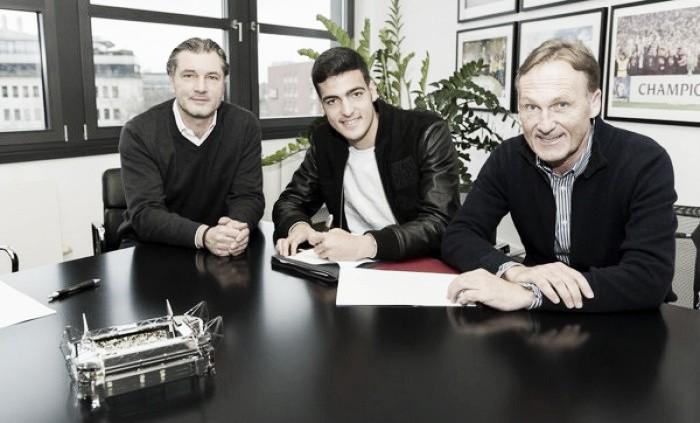 Borussia Dortmund to sign Mikel Merino