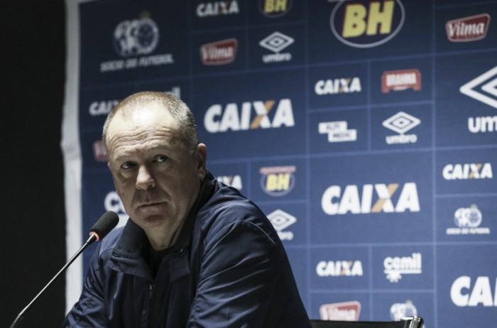 Com retornos e baixas, Cruzeiro relaciona 21 jogadores para duelo frente ao Fluminense