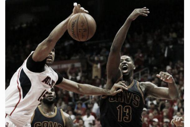 Smith y James impiden que los Hawks remonten el vuelo