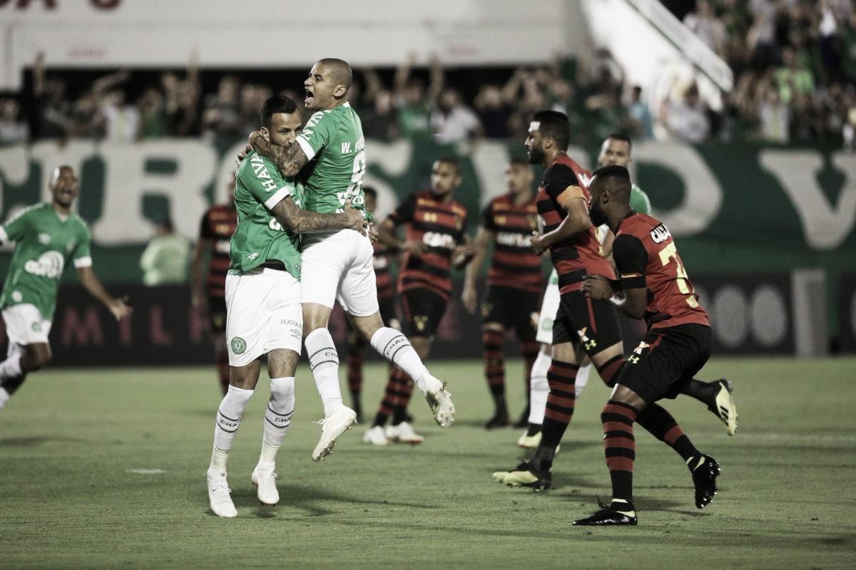 Em confronto direto, Leandro Pereira decide, Chapecoense vence Sport e sai do Z-4