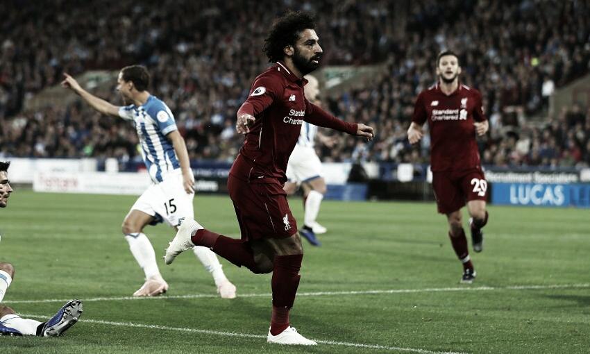 Huddersfield dá trabalho, mas Salah decide e Liverpool vira vice-líder da Premier League