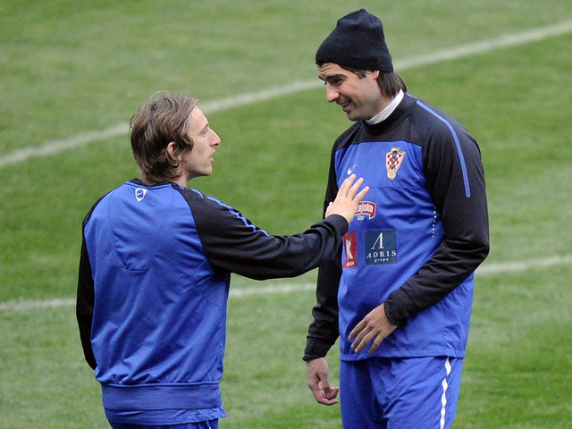 Corluka ve a Modric fuera del Tottenham