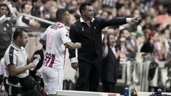 Antonio Mohamed niega tener problemas con Edwin Cardona