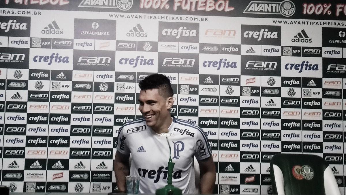 """Moisés anuncia permanência no Palmeiras: """"Estou feliz aqui"""""""