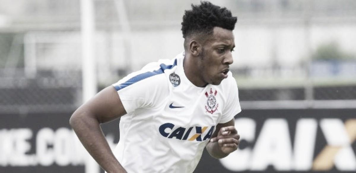 Botafogo acerta empréstimo do lateral-esquerdo Moisés até o final de 2018 5f6ef7811d205