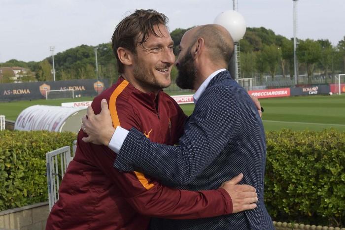 """Roma, Monchi chiarisce: """"Totti domenica giocherà la sua ultima partita"""""""