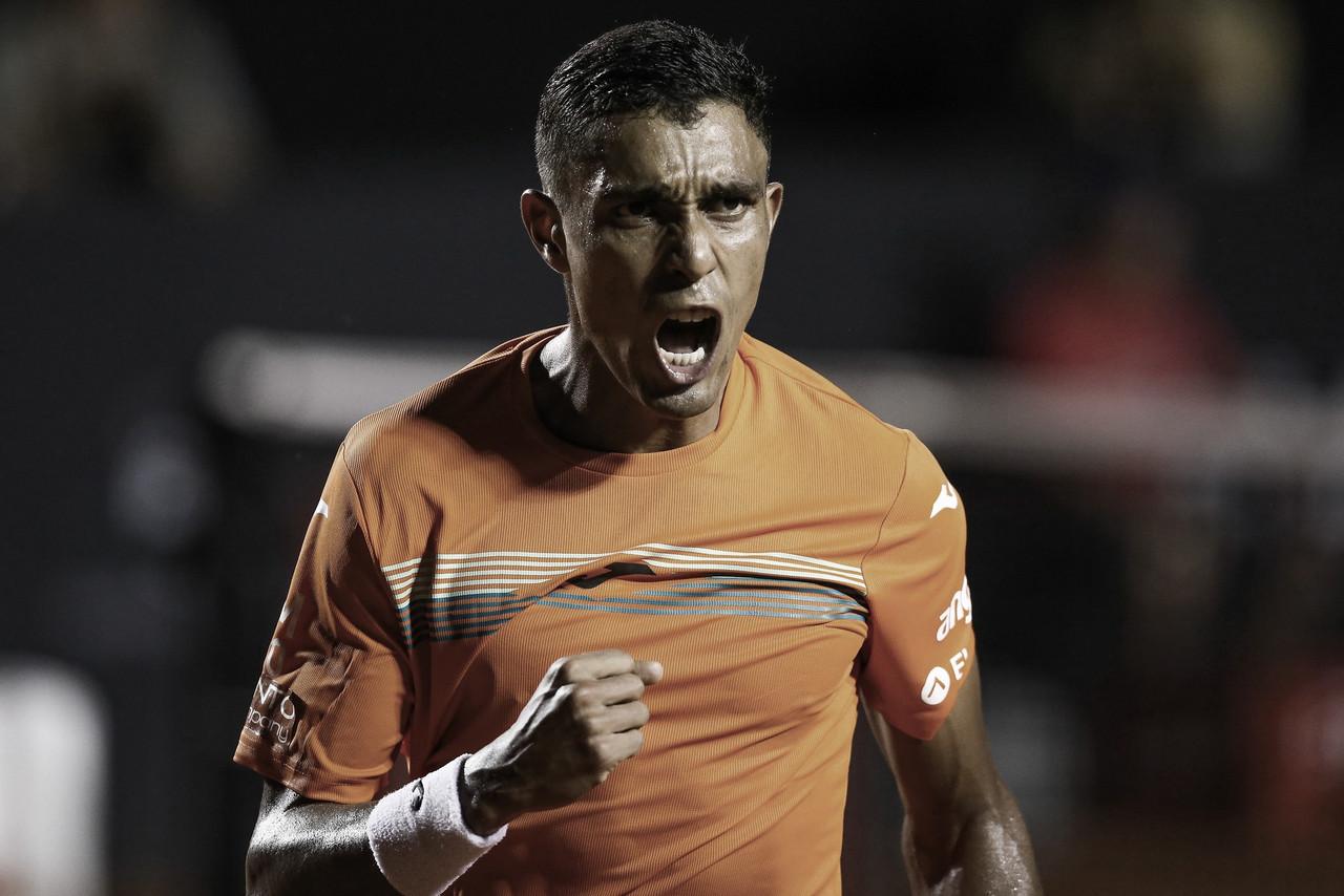 Em jogo cheio de quebras e mais de três horas, Monteiro vence Pella e avança no Rio Open