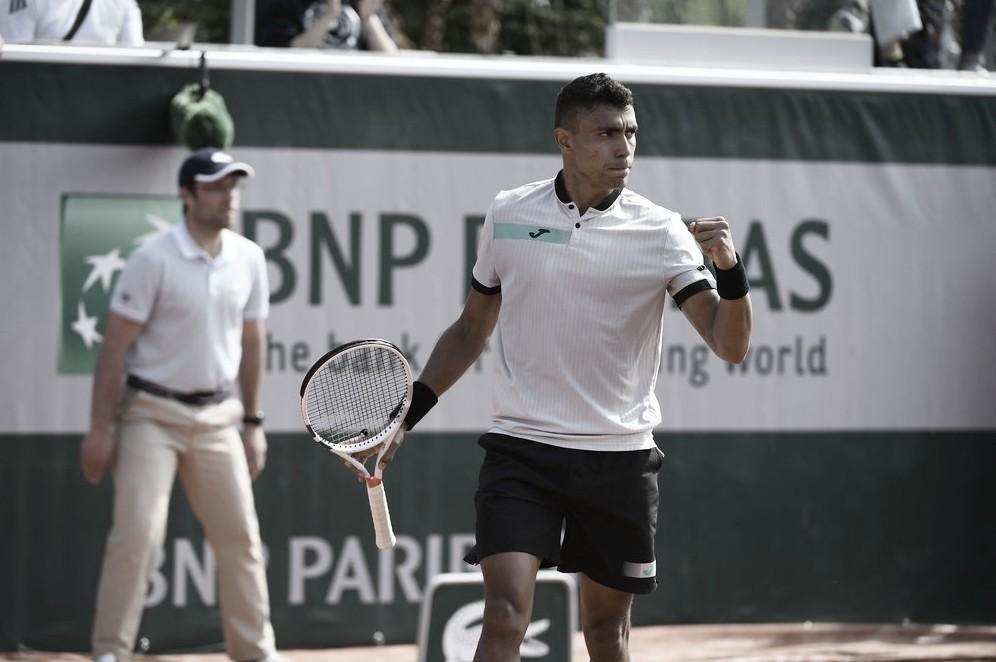 Monteiro vence Miedler, fura o qualifying e garante vaga à chave principal de Roland Garros