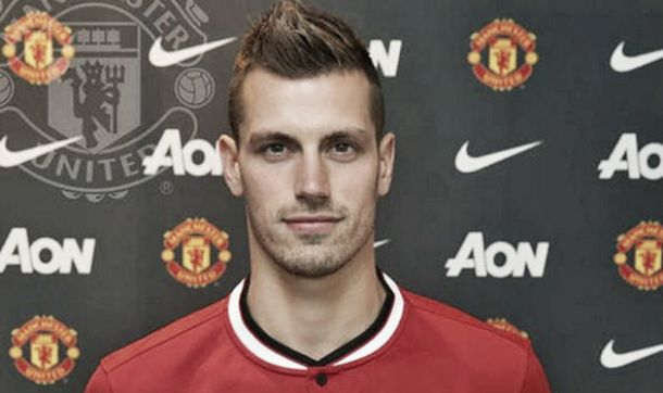 Schneiderlin completes £24m move to Manchester United