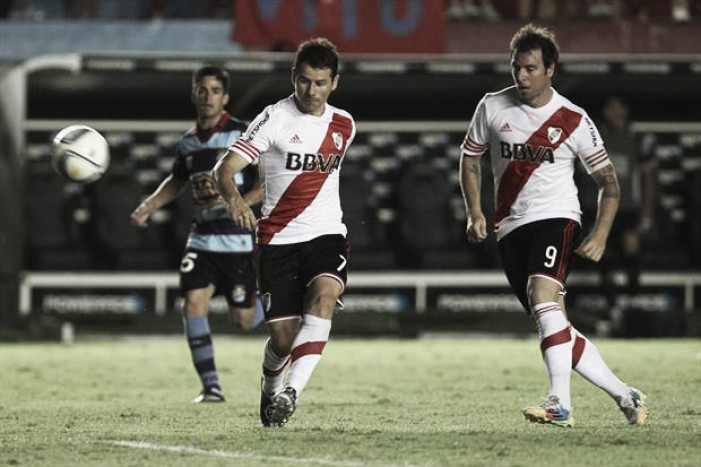 Arsenal complica a River en el Viaducto