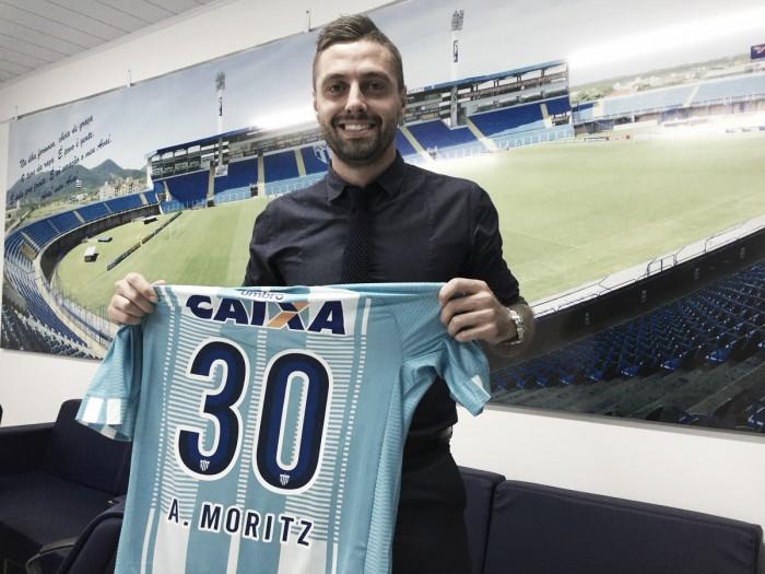 Avaí confirma contratação de meia André Moritz, formado na base do clube