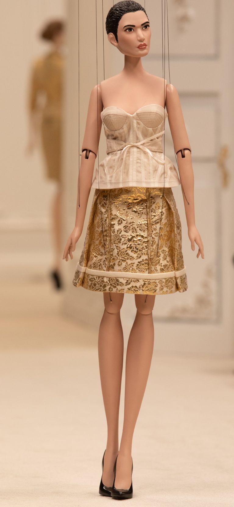 La vida plástica, es fantástica: Moschino y su nuevo desfile con muñecas como modelo