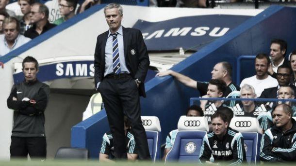 """Mourinho comemora título da Premier League: """"Nós merecemos"""""""