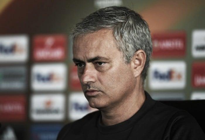 """Após vitória do United, Mourinho lamenta morte de Caio Júnior: """"Vamos sentir muita falta"""""""