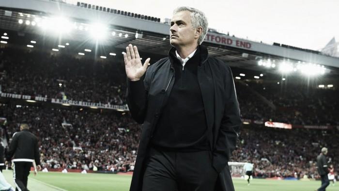 """Mourinho comemora vitória, elogia estreia de Pogba e destaca Ibra: """"Dá estabilidade à equipe"""""""