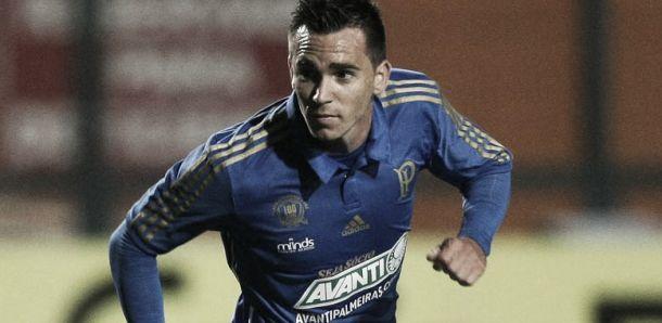 Reserva no Palmeiras, Mouche sonha com chance ao lado de Valdivia