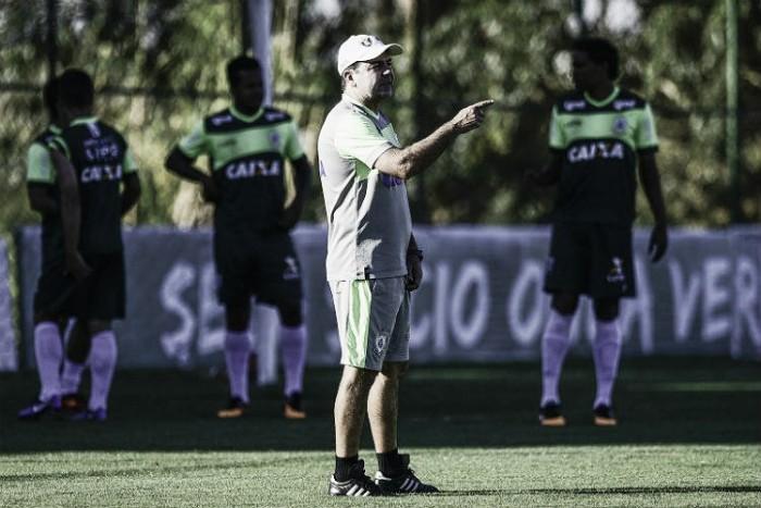 Enderson Moreira tem dúvidas para escalar América-MG em duelo contra Luverdense