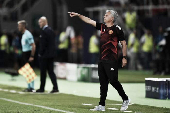 Mourinho critica arbitragem e elogia espírito do United mesmo com derrota na Supercopa da Uefa