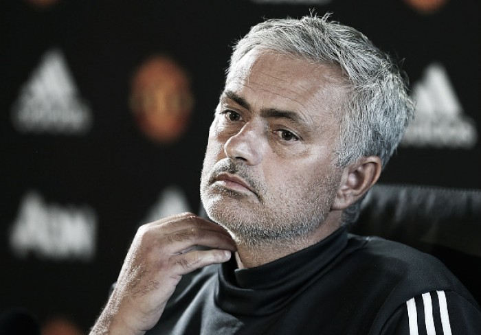 """Mourinho descarta Ibrahimović na fase de grupos da Champions: """"Não existe a menor chance"""""""