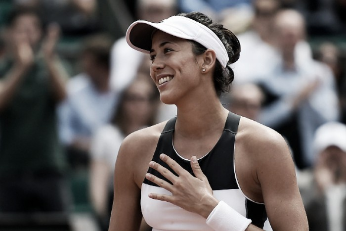 French Open: Garbiñe Muguruza continues her title defense into the second week