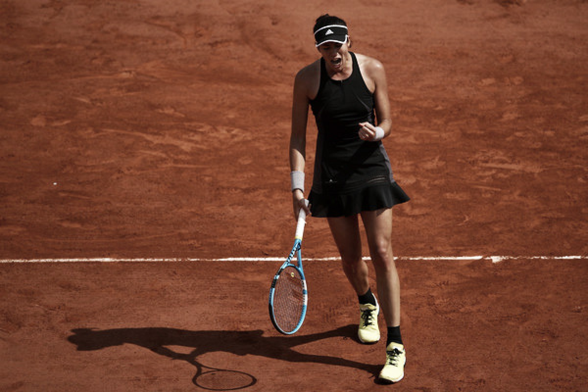 French Open: Garbiñe Muguruza storms past an inspired Fiona Ferro