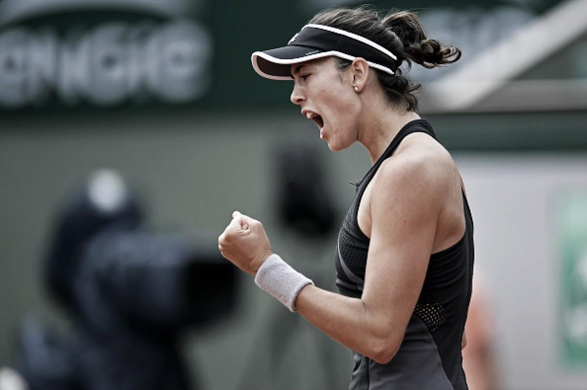 Muguruza passa fácil por Stosur e chega à segunda semana de Roland Garros